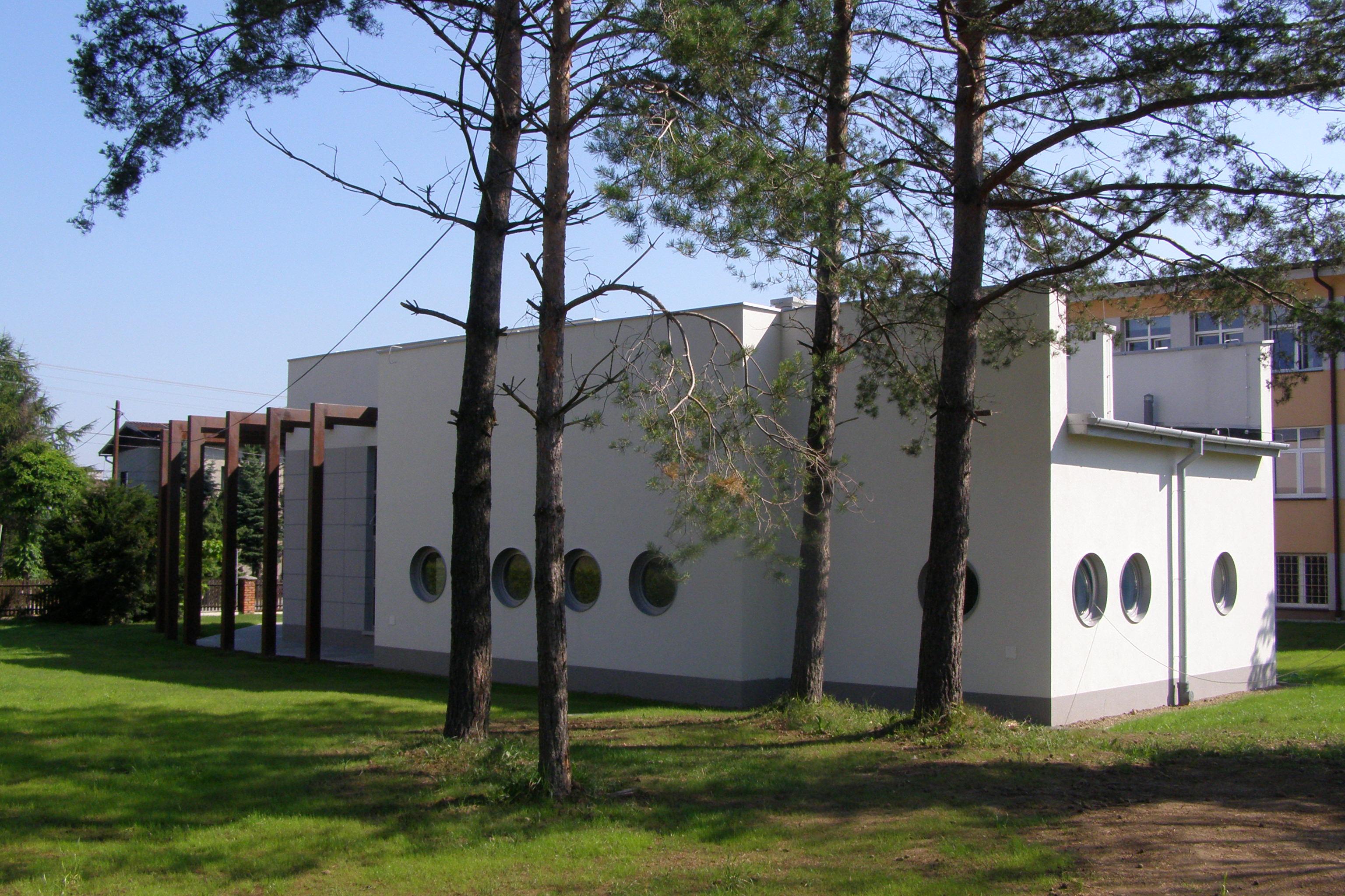 Muzeum fauny i flory śródlądowej i morskiej w Jaworzu wśród drzew